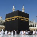 Sejarah Ka'bah, Awal Mula diBangunnya Tempat Suci di Mekah